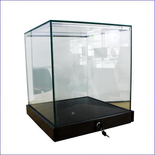 glass jewelry shop display